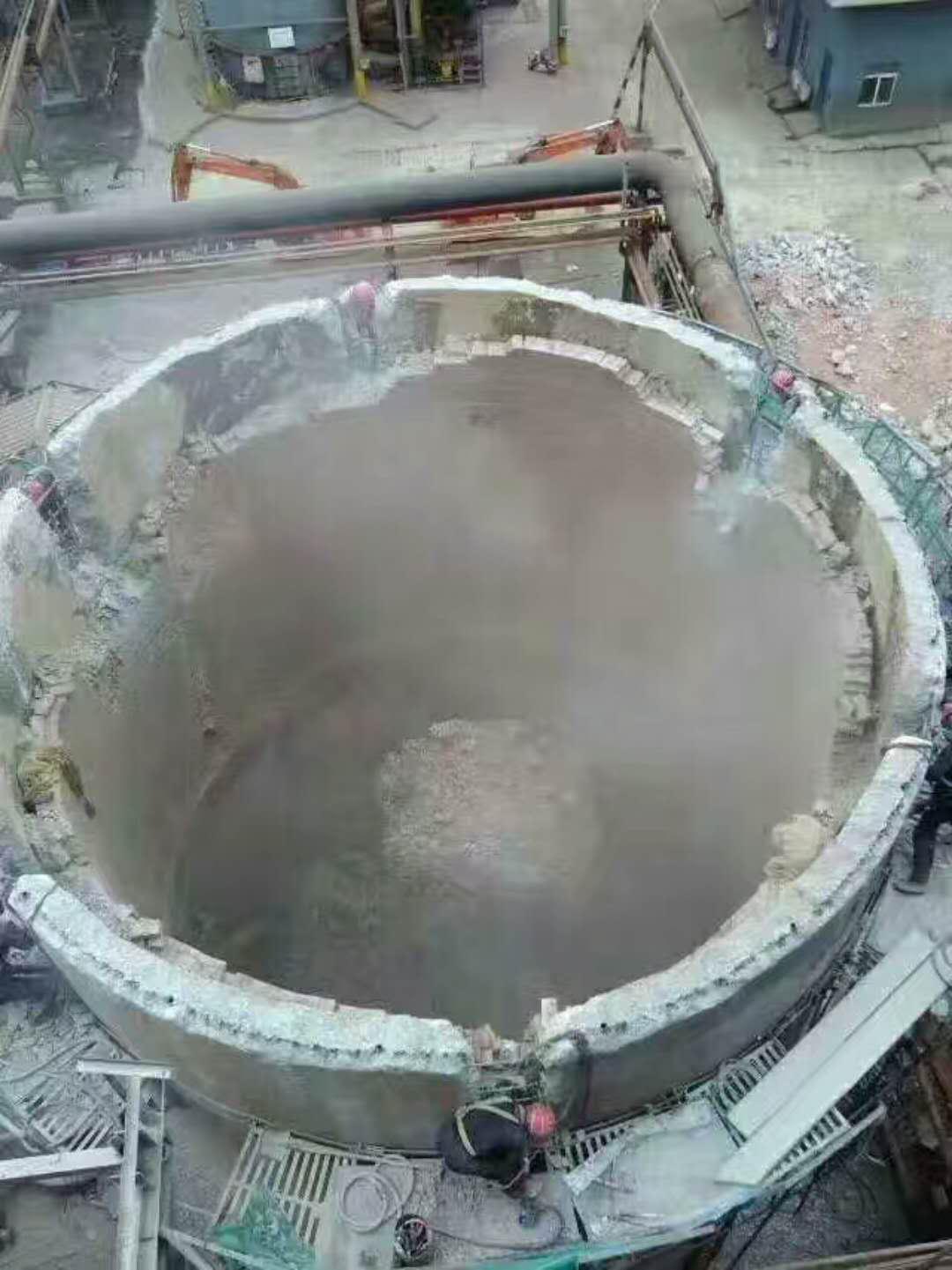 人工拆除砼烟囱